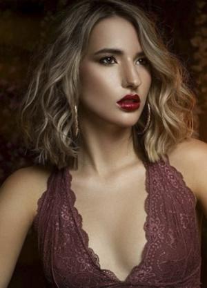 Isabella_GorgeousGroup9